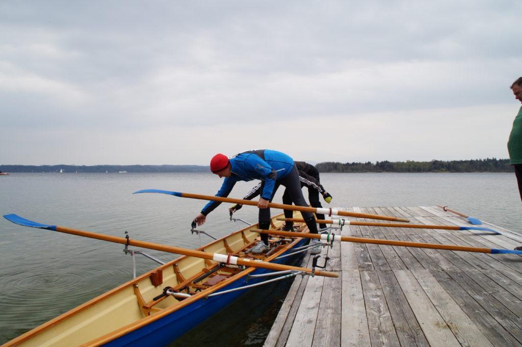 Ruderboots am Steg