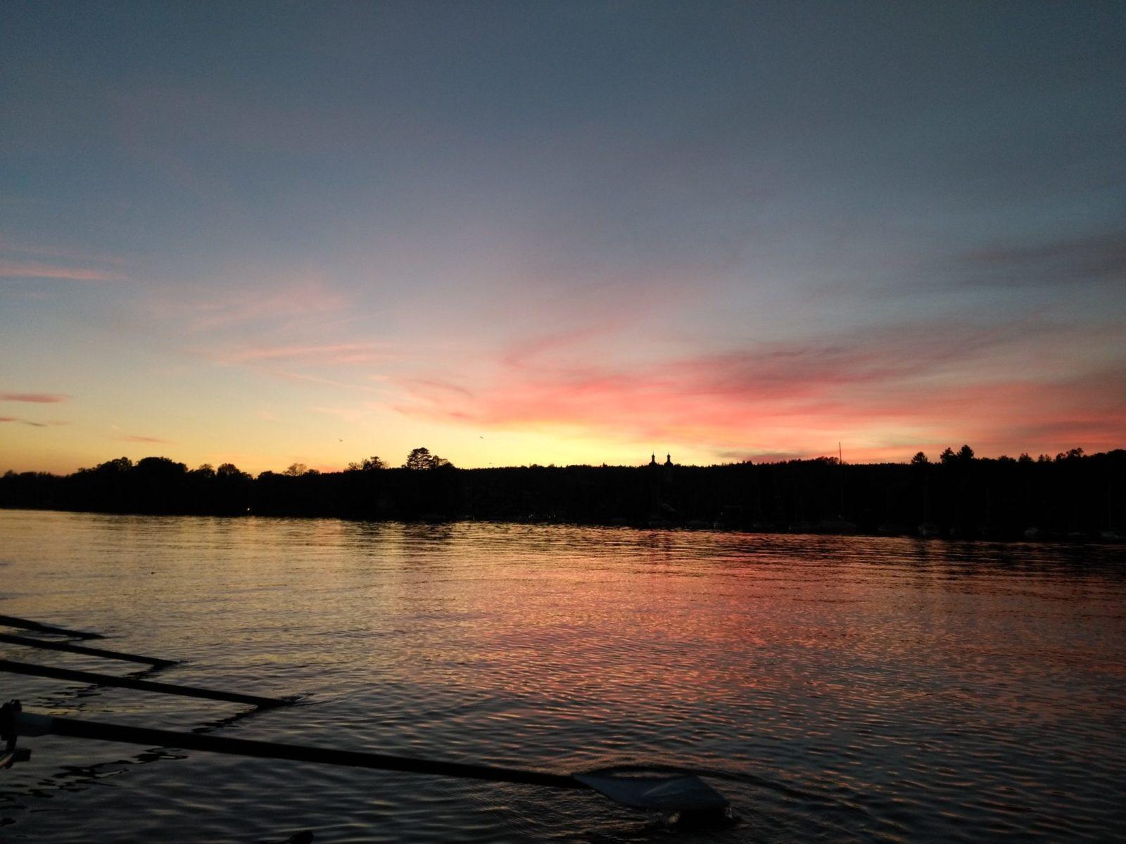 herbstliche Stimmung beim Rudern auf dem Starnberger See