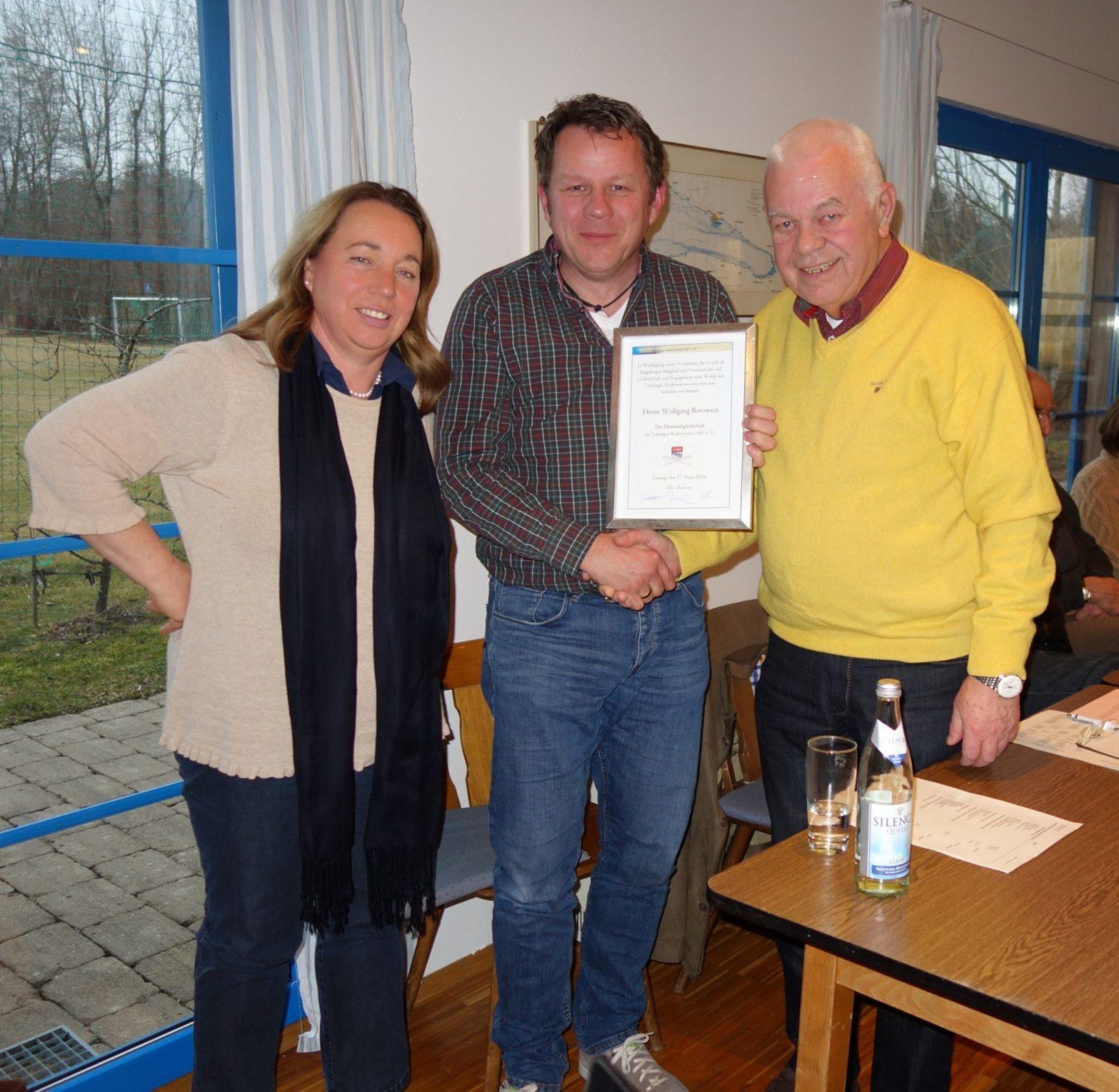 Bürgermeisterin Greinwald im Tutzinger Ruderverein bei der Auszeichnung des Ehrenmitglieds Wolfgang Borowicz